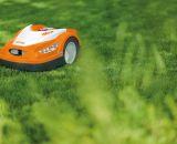 Zuverlässige Roboter für kleine bis mittelgroße Rase - die 422er von STIHL