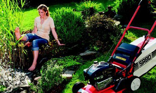Rasenmäher bei Bendick in Mettingen